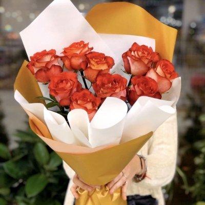 9 роз в дизайнерской упаковке №1